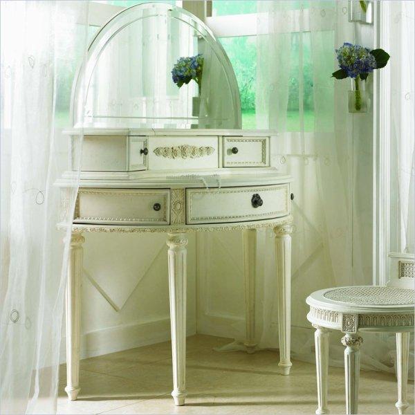Lea Emma' Treasures Small Bedroom Wood Makeup Vanity