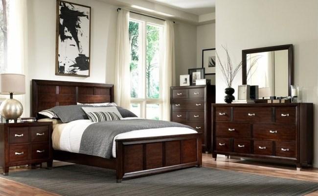 Broyhill Eastlake 2 Panel Bed 4 Piece Bedroom Set In Warm