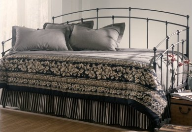 Fashion Bed Caroline White Metal Daybed With Link Spring B