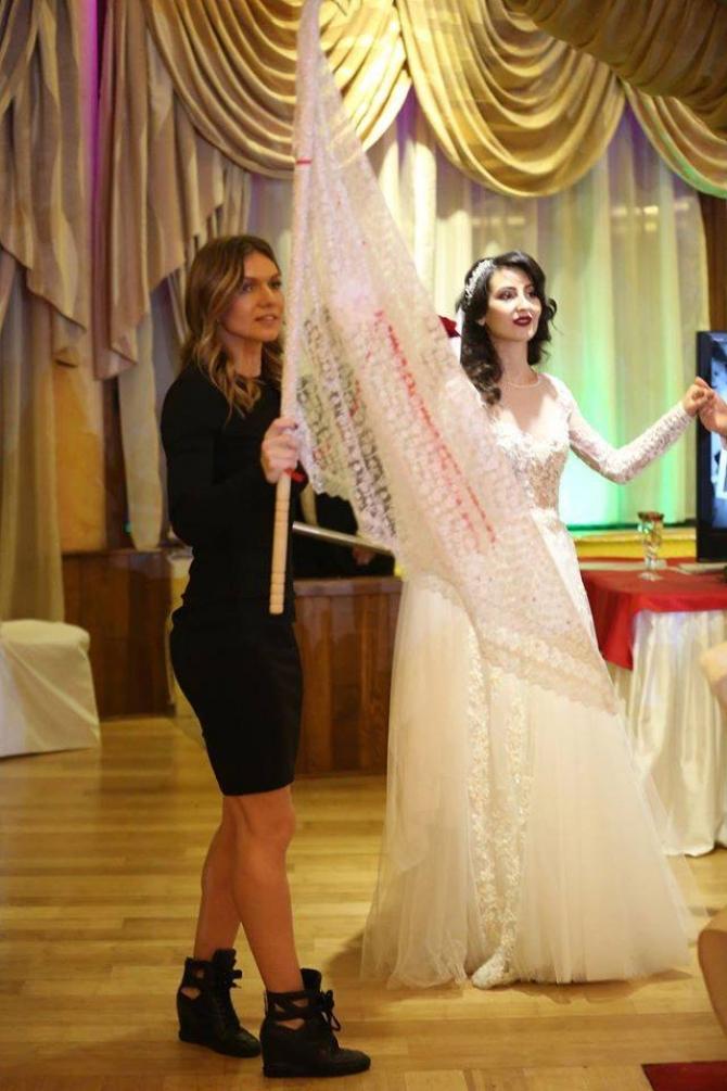 Artistul va deschide programul artistic. Simona Halep, la nunta unei bune prietene: Imagini inedite