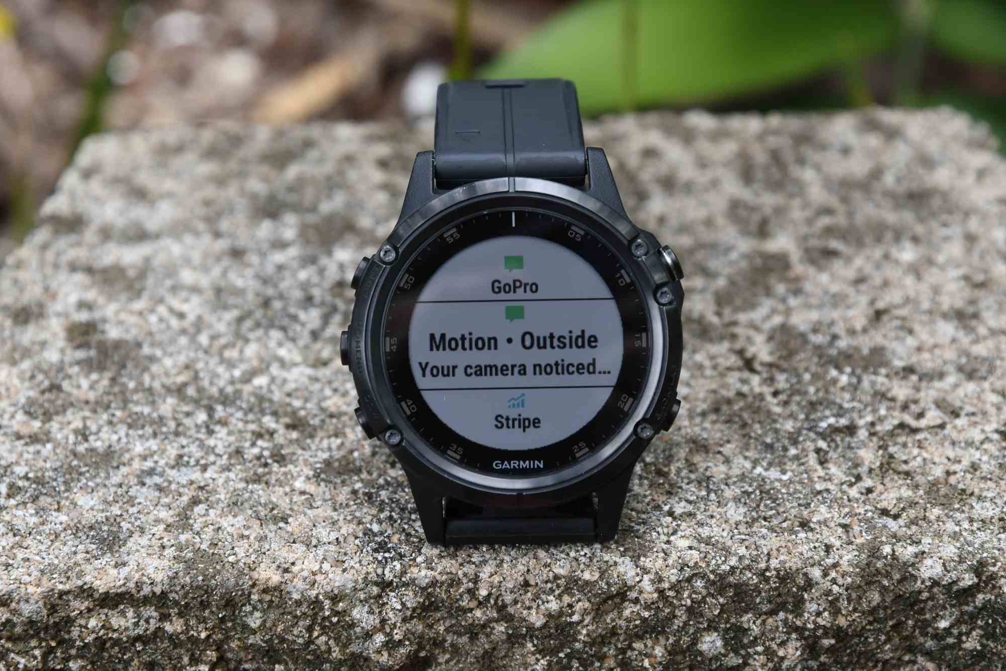 hight resolution of the activity tracking data is then transmitted automatically to garmin connect via the garmin connect mobile smartphone app it s here you can see all that