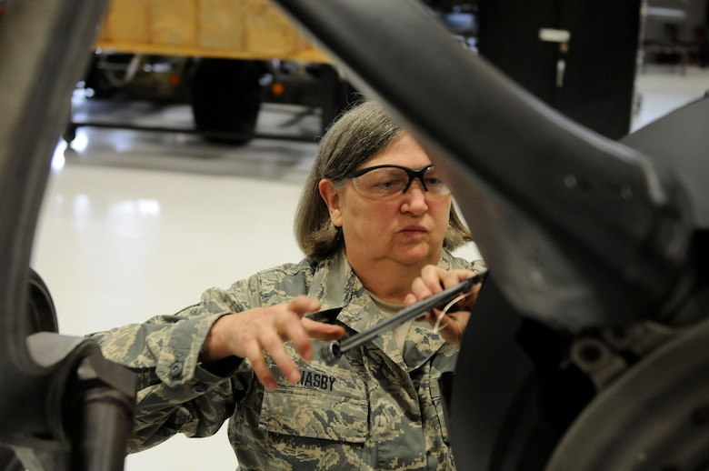 Retiring Airman recalls three decades of changes as a female aircraft mechanic  123rd Airlift