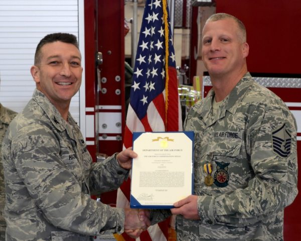 Laughlin Airmen recognized for unselfish courage gt Air