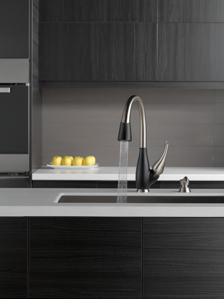 Single Handle PullDown Kitchen Faucet 9158SBDST  Delta