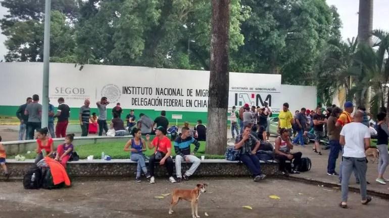 La situación en Tapachula con decenas de cubanos que esperan para ingresar a los Estados Unidos se ha tornado delicada.