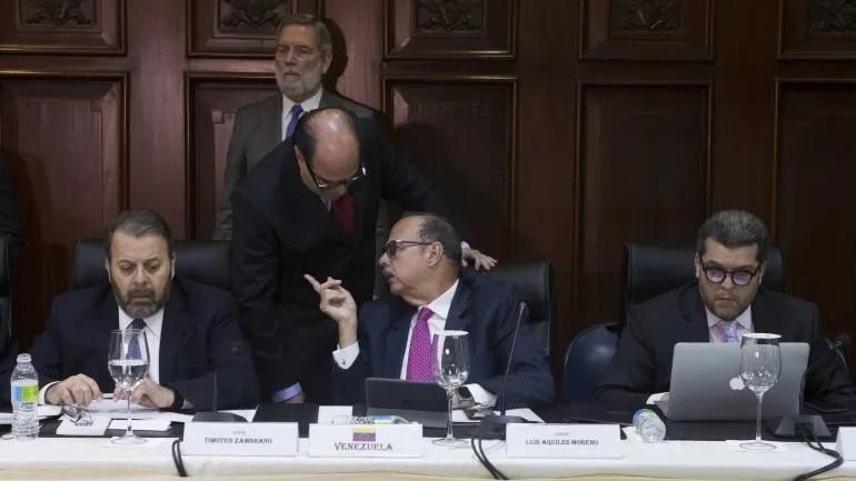 Líderes de la oposición venezolana participan en el proceso de diálogo que se da en República Dominicana.