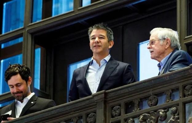 Travis Kalanick (cen.), fundador de Uber, posa para los medios antes de la salida a bolsa de la empresa, el 10 de mayo de 2019 en Nueva York.