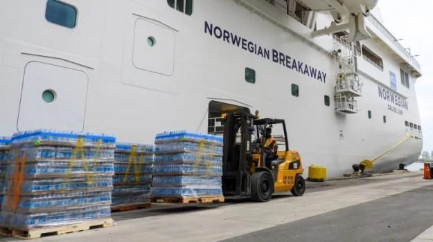 Embarque de la ayuda destinada a las Bahamas.
