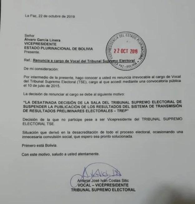 Fotografía de la carta de renuncia de Antonio Costas, vicepresidente del Tribunal Supremo Electoral de Bolivia.