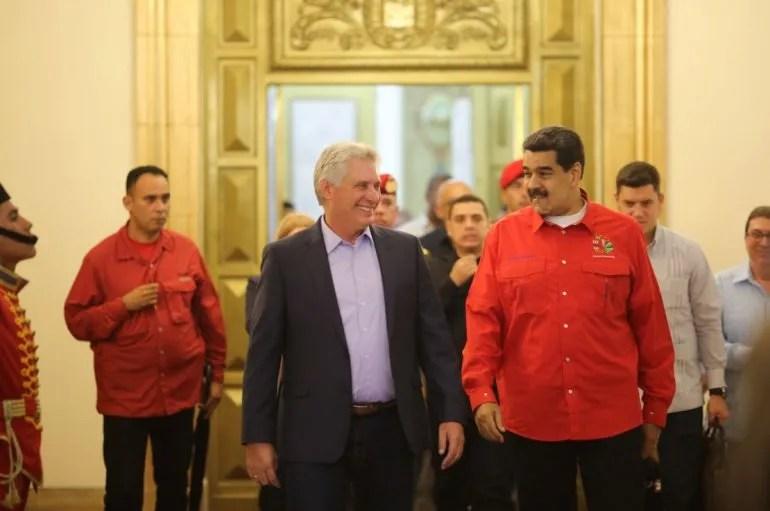 El designado gobernante Miguel Díaz-Canel y el dictador de Venezuela Nicolás Maduro, en Caracas, Venezuela, junio de 2019