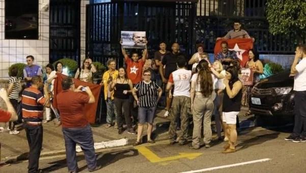 Vigilia en  la casa de Lula por temor a detención