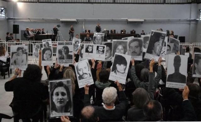 Escrache a Bignone en el Tribunal Oral N°1, en San Martín, durante un juicio en 2010