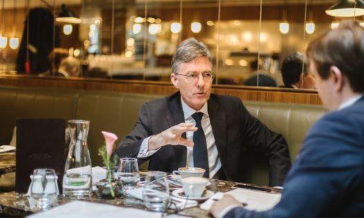 Joachim von Amsberg war auf Kurzbesuch in Wien. Die Entwicklungsbank AIIB nennt er ein Start-up mit 100 Milliarden Dollar Kapital.