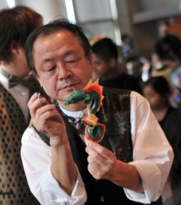 Shan  Ichiyanagi making a candy sculpture at the Japanese American National Museum in January 2013
