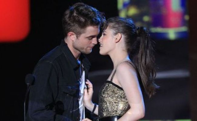 Who Is Robert Pattinson Dating Now He S Moved On From Fka