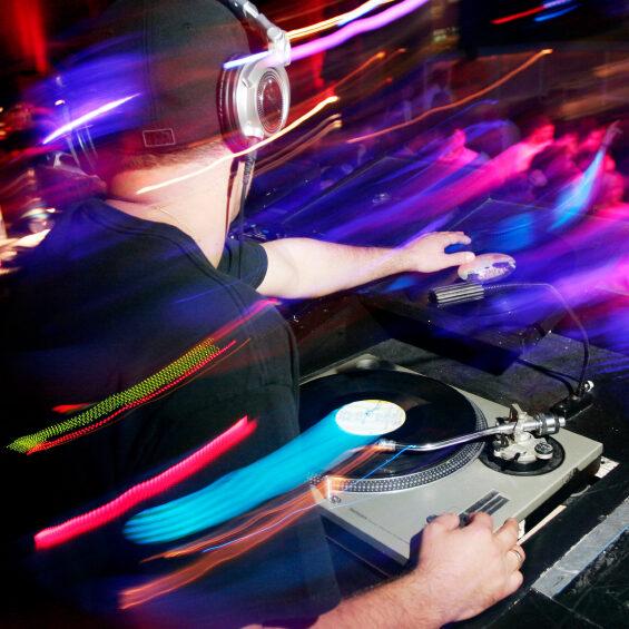 Boka DJ till Bröllop från DJPRO.se