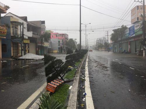 Bão số 12 sức gió trên 100 km/h tàn phá Khánh Hòa, Phú Yên (Cập nhật) - Ảnh 1