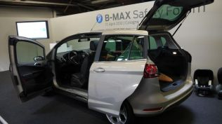 crash test ford b-max koln (98)