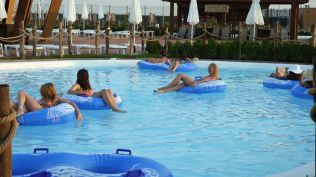 la plaja divertiland militari chiajna outlet aqua park bucuresti (14)
