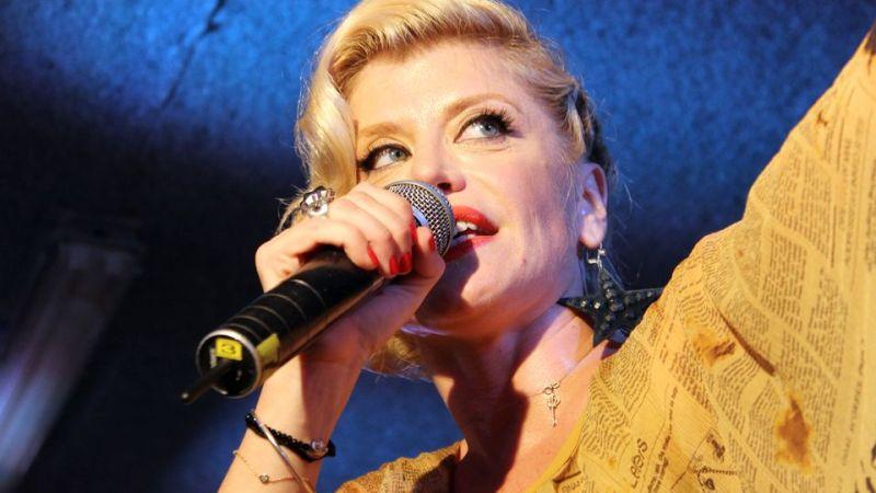 Loredana in concert in garajul Europa FM