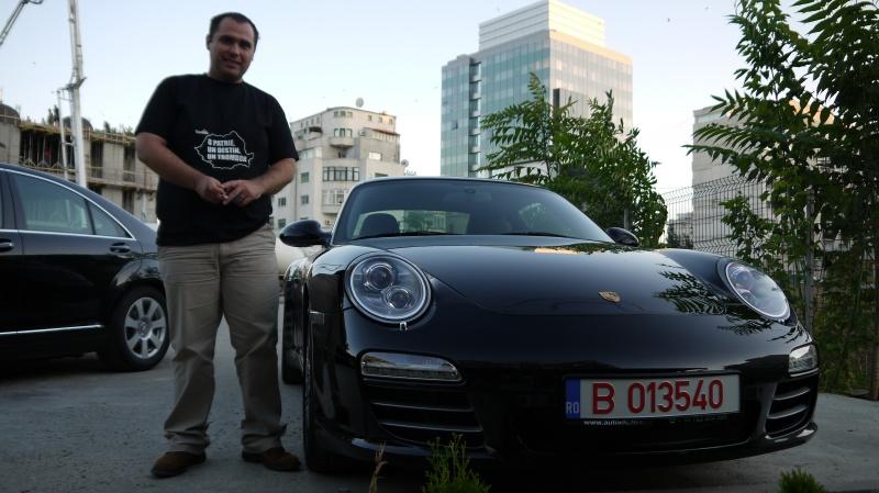 Cei de la Times New Roman au primit cate un Porsche pentru emisiunea de la TV