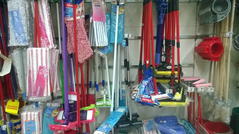 PARANOIA din retail | Intre timp unul a dat cu pumnalul in Auchan