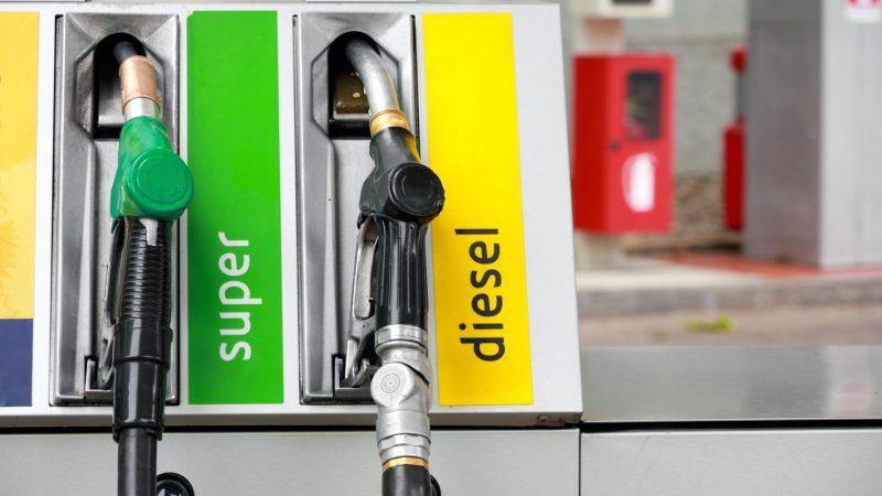 Discutia inutila a motorinei si benzinei