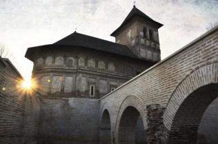 Mănăstirea Strehaia și ruinele palatului domnesc