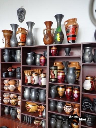 Obiecte decorative din ceramică neagră