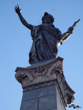 În vârful monumentului