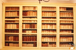 Rafturi cu cărți valoroase
