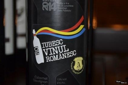 Iubesc vinul românesc. Și eu!