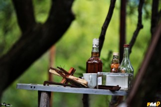Cruci și juguri de boi în sticlele de răchie