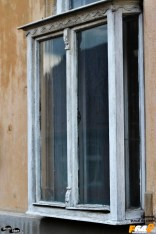 Ferestre de bârfă la Oravița