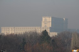 Casa Poporului văzută de lângă Mormântul Ostașului Necunoscut