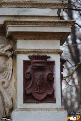 Basorelief cu ostaș înarmat pe Fântâna George Gr. Cantacuzino