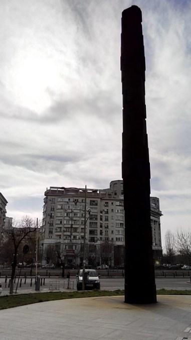 """Coloana Memorială cu textul """"Amintește-ți!"""""""
