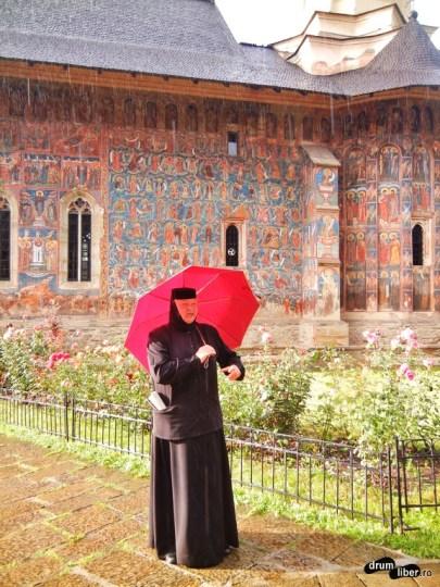 La Mănăstirea Moldovița, cu fantastica maică stareță
