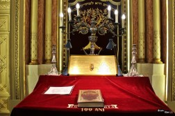 Vedere spre altar