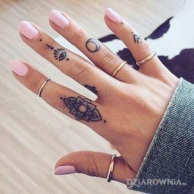 Tatuae na palcach wzory i galeria  dziarowniapl