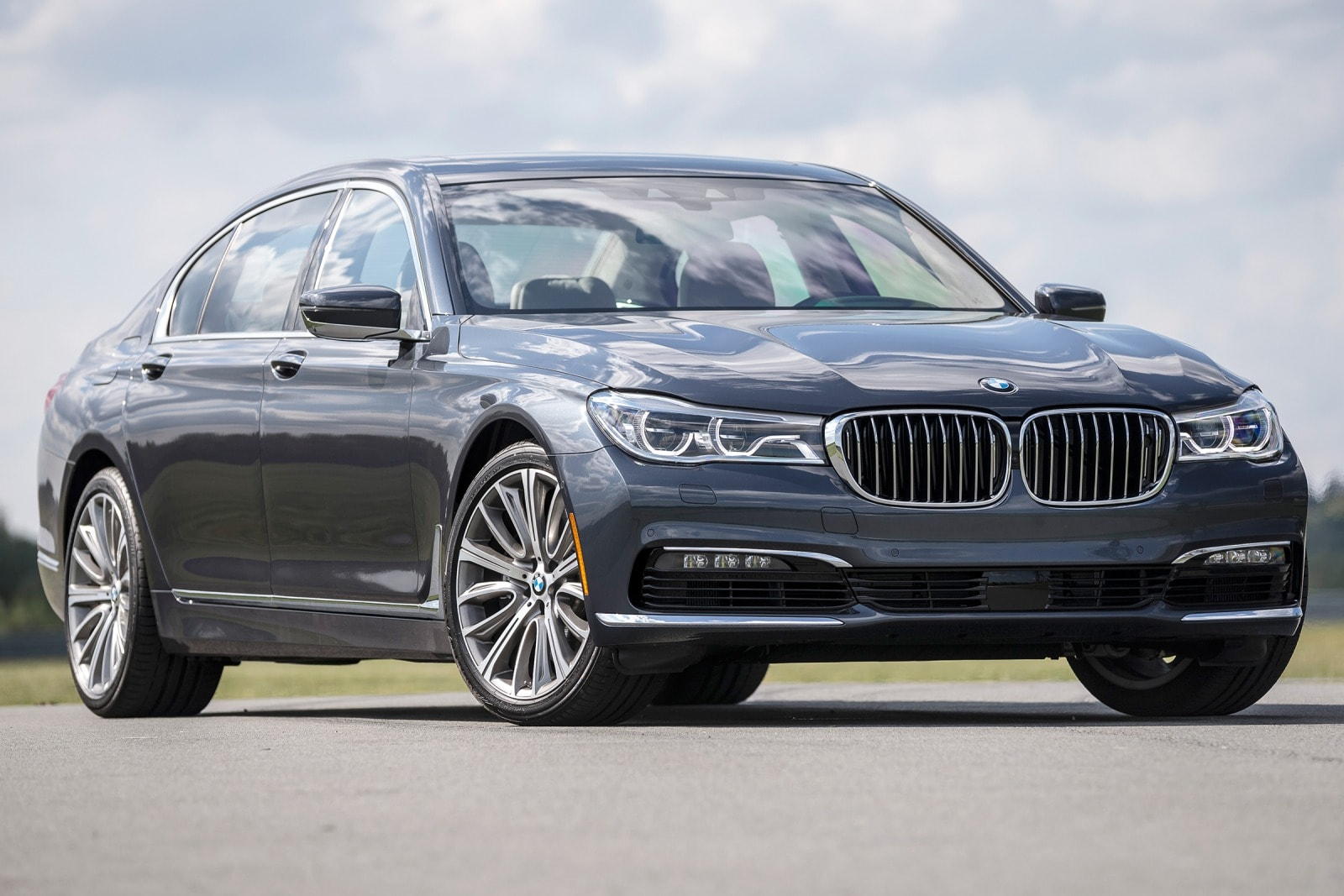 hight resolution of the 2017 bmw 7 series has an athletic stance that hints at a sporting character and that s what the optional predictive suspension provides