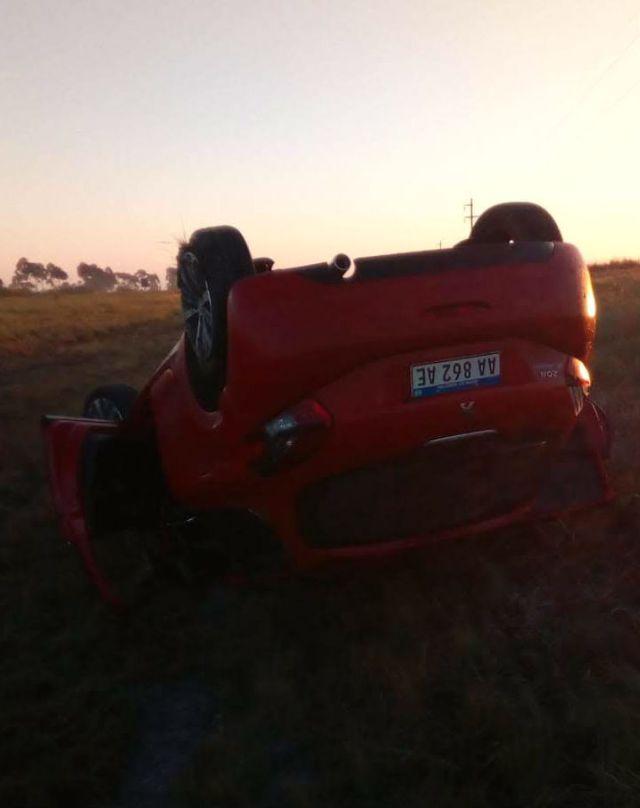 El auto volcó a la altura del kilómetro 276 de la ruta nacional 127, en el norte entrerriano.
