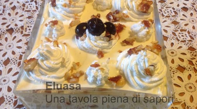Trifle di ciliege sciroppate e croccante di frutta mista