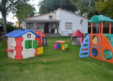Nios En El Jardin Infantil | Juegos Jardin Nios Juegos De Madera ...