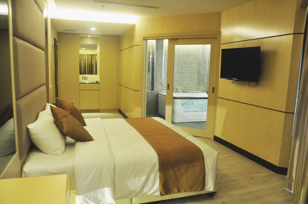 Geobay Hotel Johor Bahru 3 9 2 4 3 1 Price Address