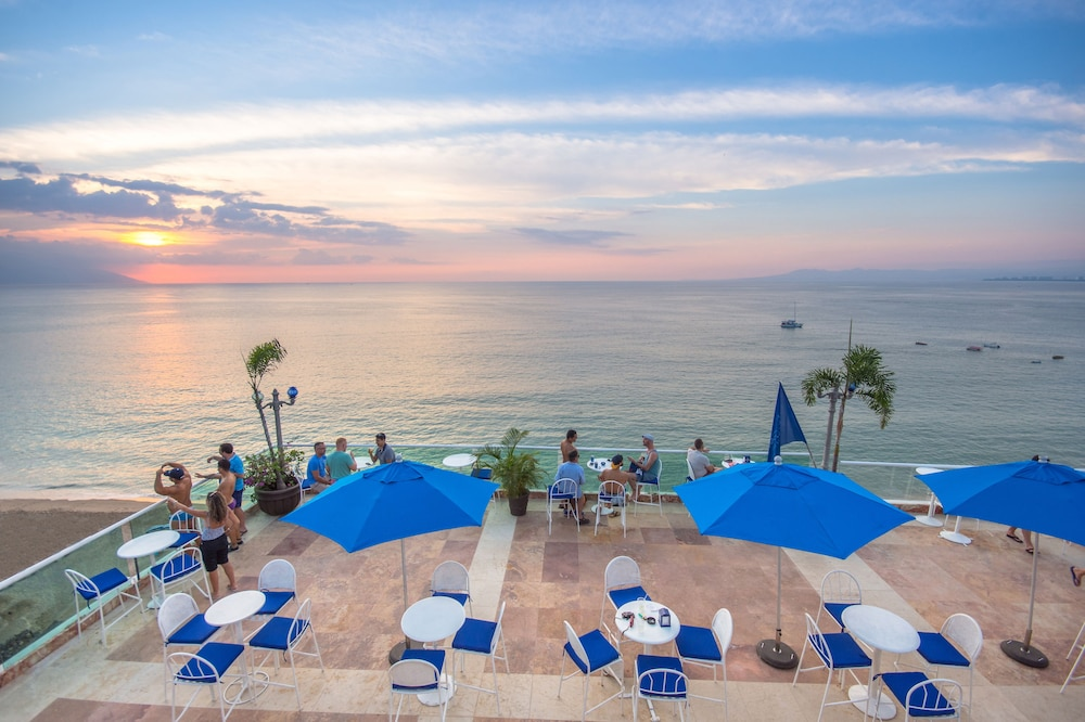 BLUE CHAIRS RESORT BY THE SEA  Puerto Vallarta Malecon Y