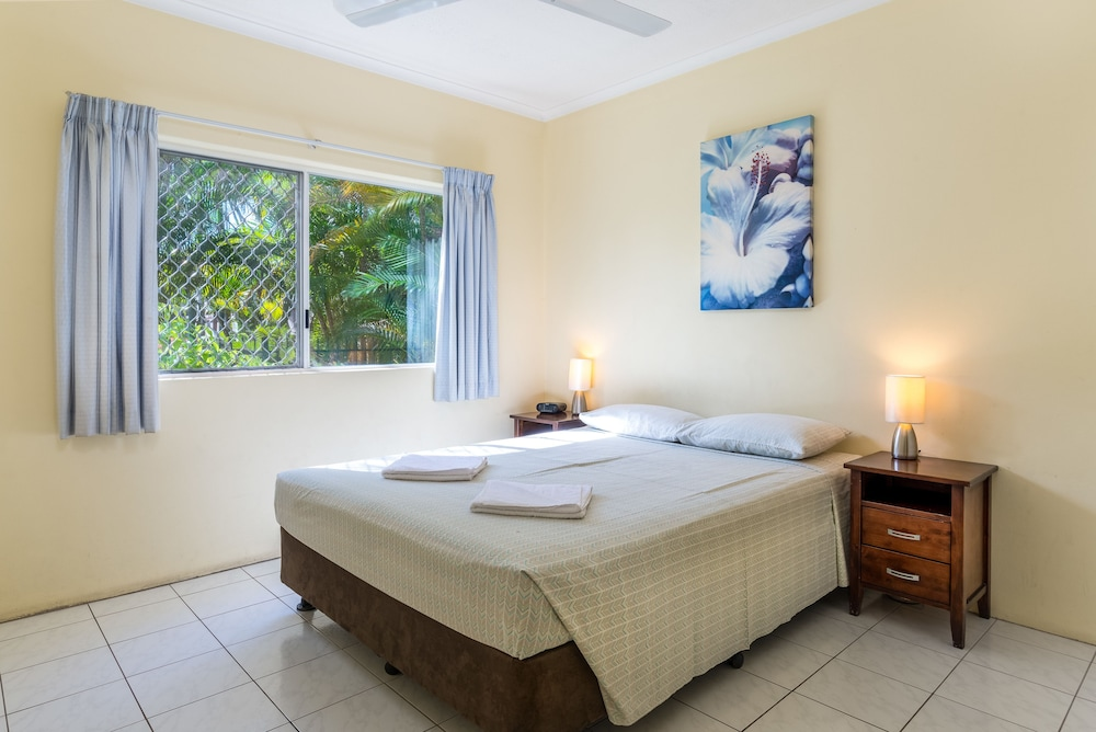 Tradewinds Mcleod Holiday Apartments Cairns Price Address