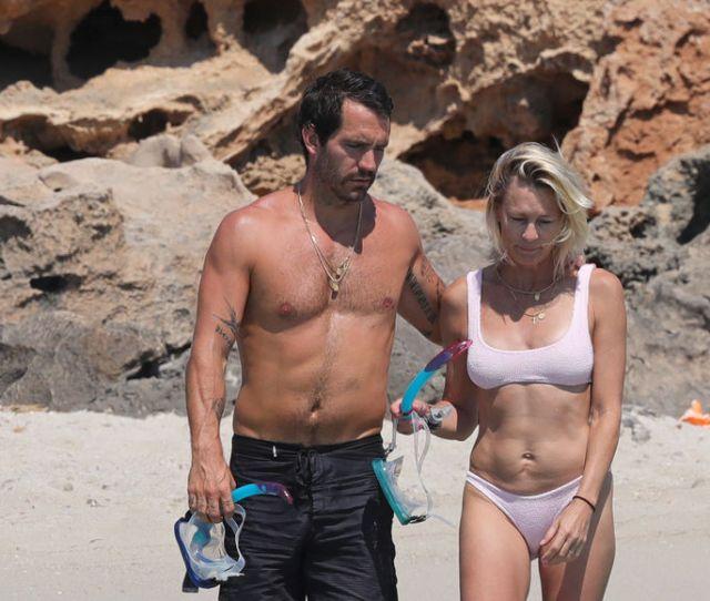 Robin Wright Flaunts Bikini Body On Honeymoon