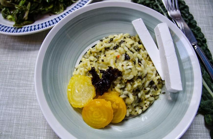 Risotto med svartkål och citronmarinerade gulbetor