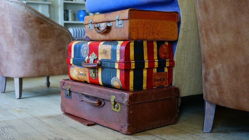This image has an empty alt attribute; its file name is suitcases.jpg